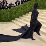 Met Gala 2021: सिर से पैर तक काले लिबास में ढकी नजर आईं Kim Kardashian, किस वजह से किम ने पहनी ऐसी ब्लैक ड्रेस